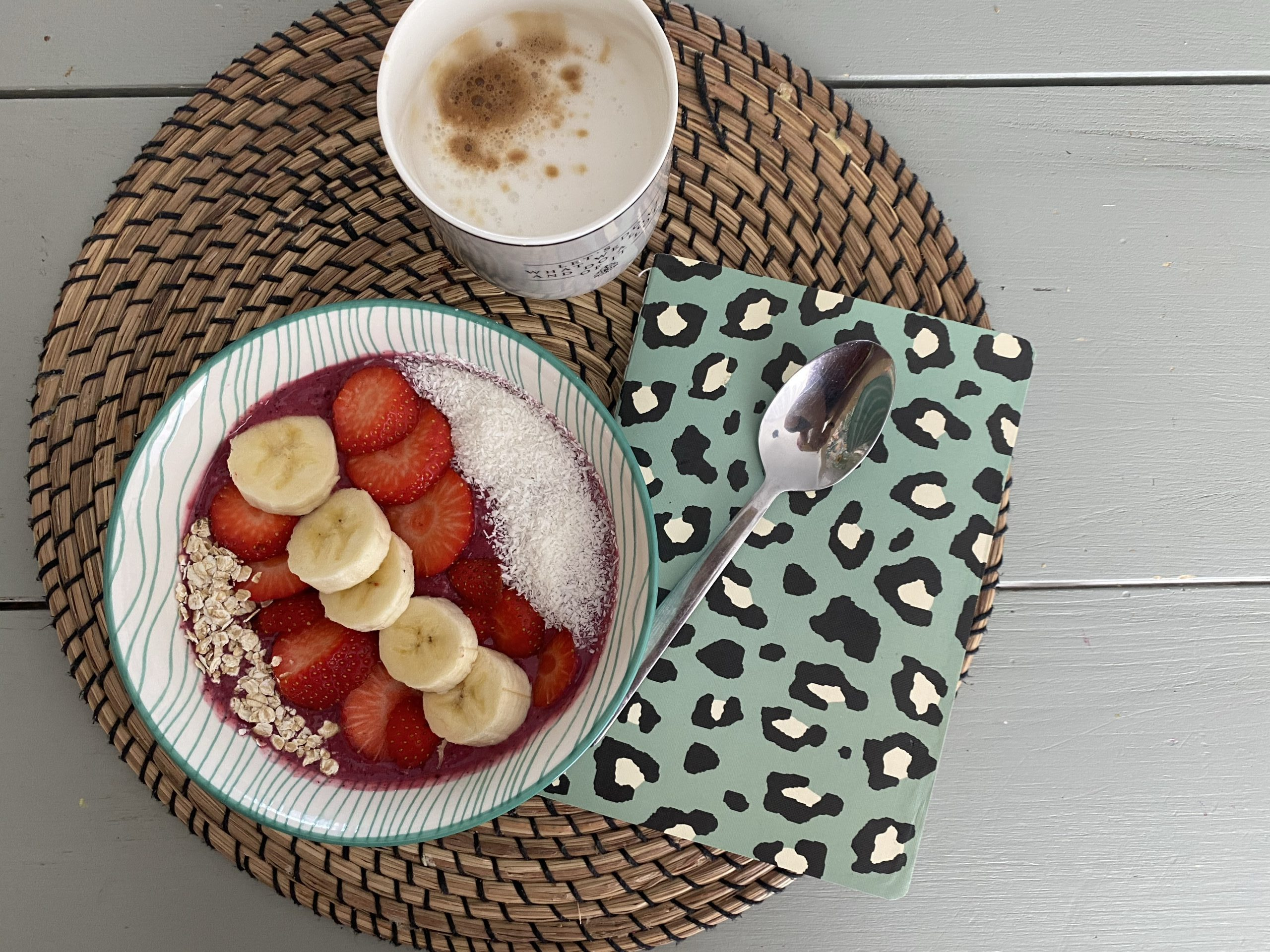 Smoothiebowl met rood fruit